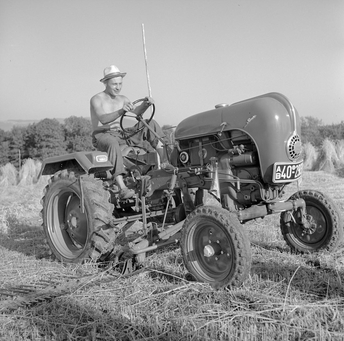 Heuernte mit Traktor