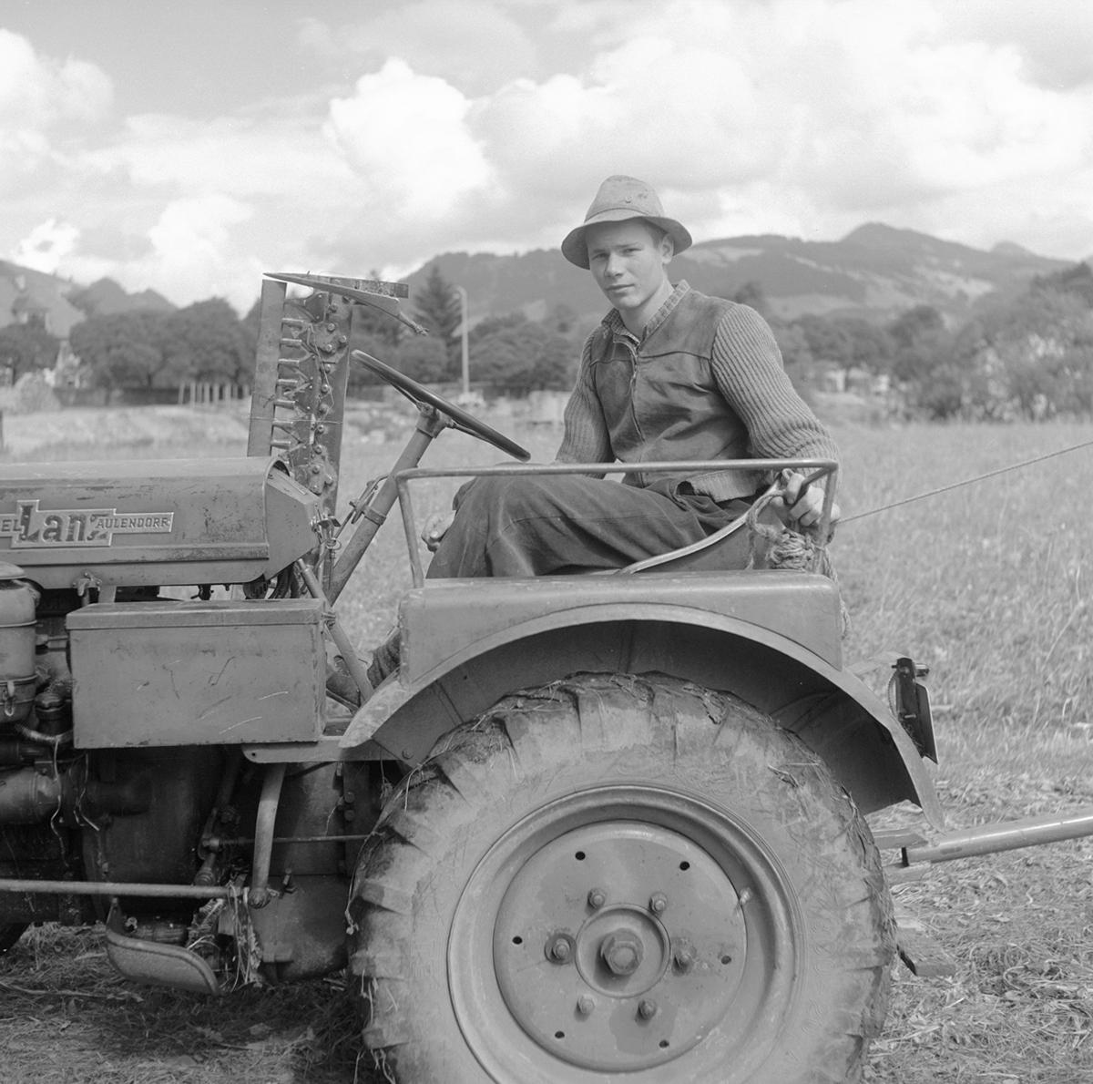 Traktor mit jungem Bauern